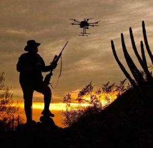 охотник с дроном